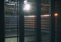Blick-aus-der-Zelle-Nacht